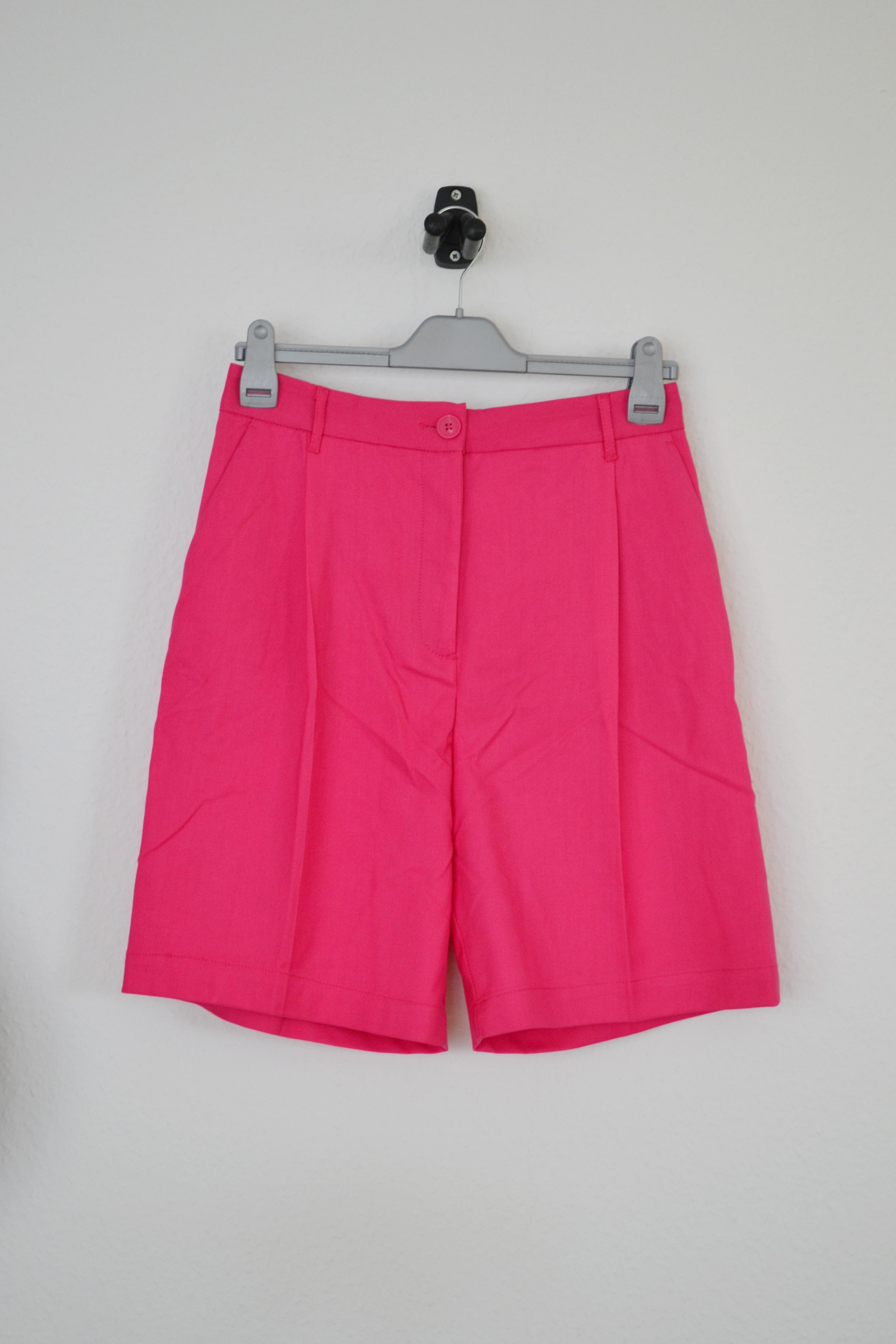 Pink shorts - Monki