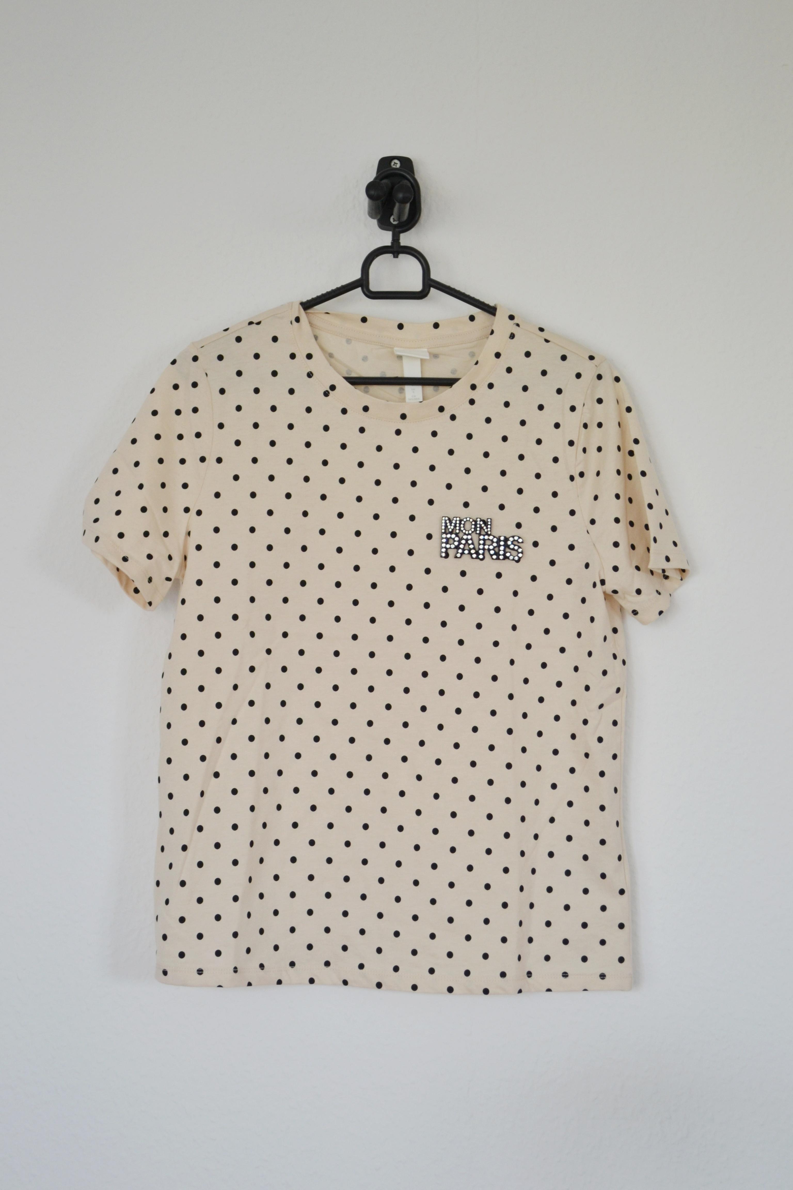 Beige T-shirt m. sorte prikker og skilt - H&M