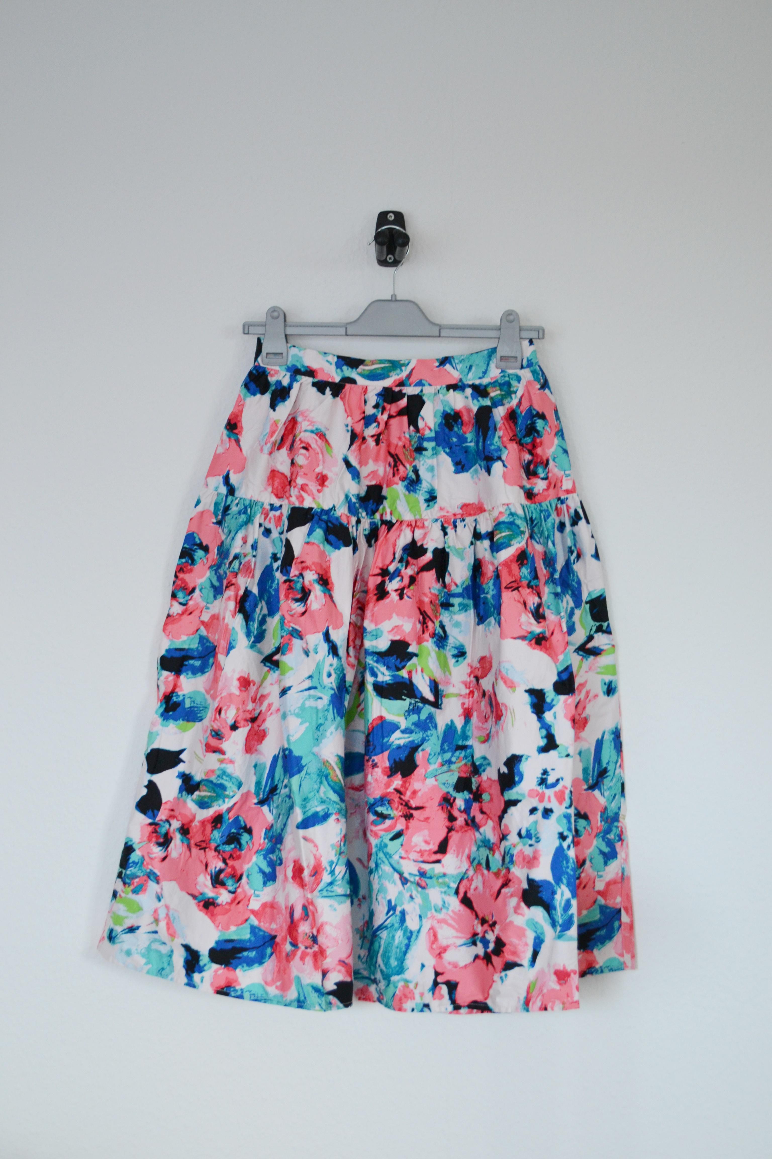 Hvid midi nederdel m. lyserøde og blå blomster - H&M
