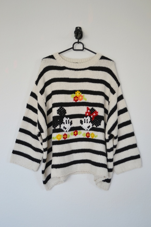 Hvid og sort stribet oversized sweater m. Mickey og Minne Mouse print - Zara
